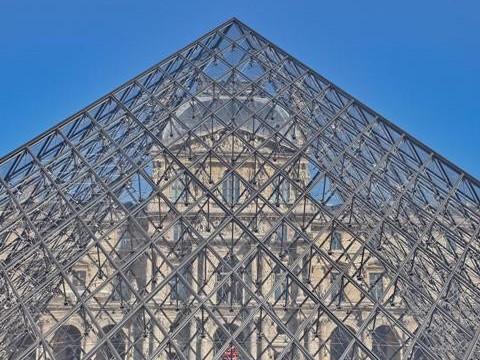 Piramide del Louvre Parigi