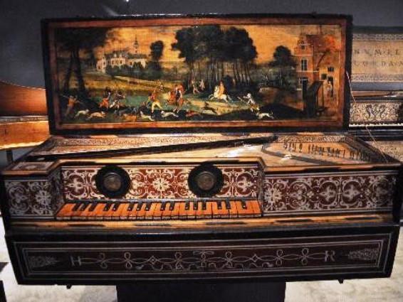 Musée de la Musique - Liuto a tre manici