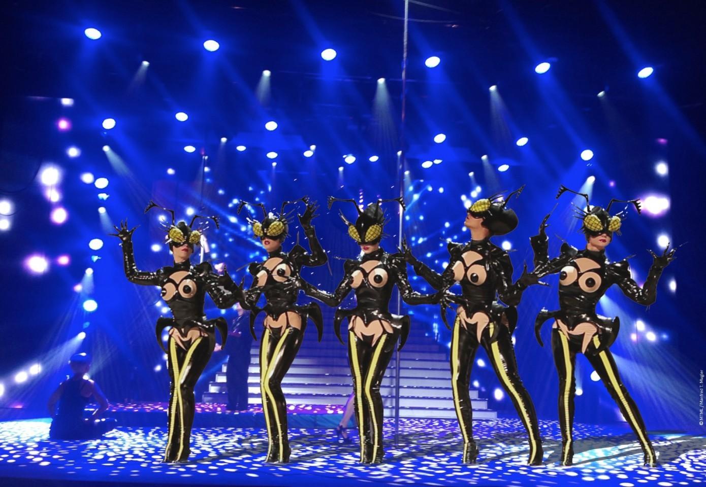 Mugler Follies cabaret, cena e spettacolo al Theatre Comédia di Parigi