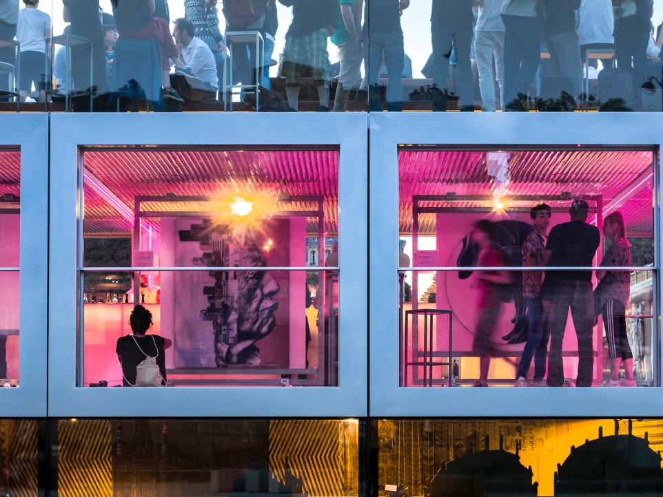 Fluctuart, il nuovo museo galleggiante di Parigi